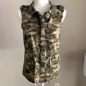 🌻2 for 15🌻Iris green camouflage vest
